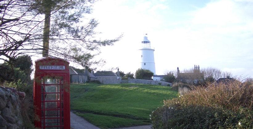 Старый маяк острова Сент-Агнес в Англии