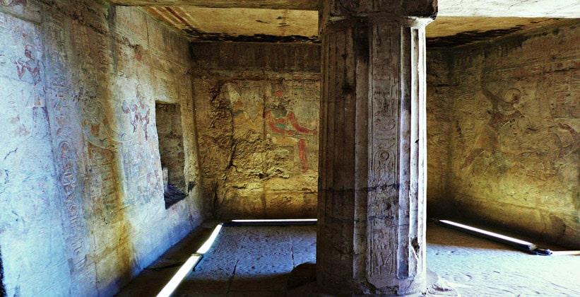 Внутри храма Мандулиса (Калабша) в Египте