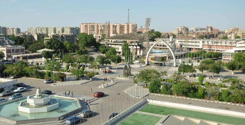 Вид на стадион с Асьютского университета
