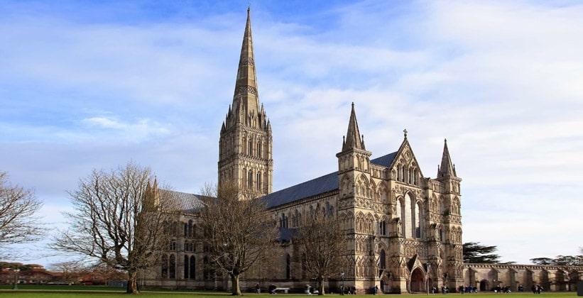 Солсберийский кафедральный собор в Англии