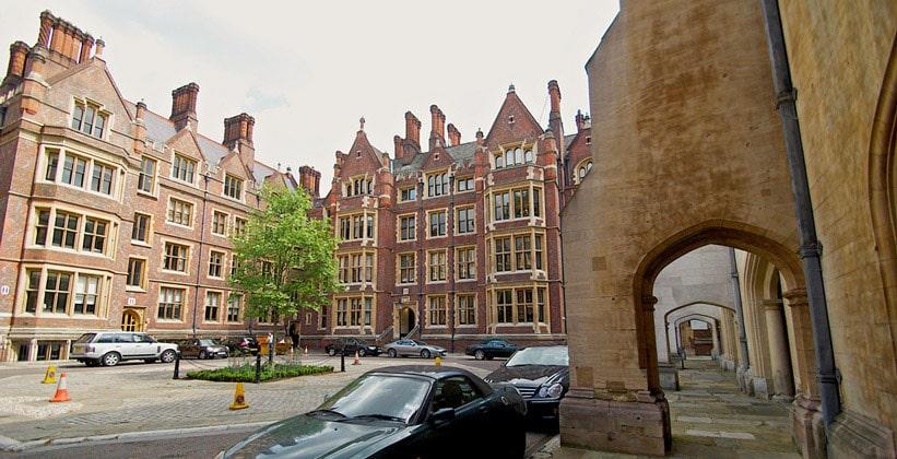 Площадь Линкольнс-Инн-Филдс в Лондоне