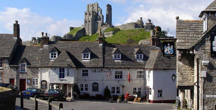 Деревня Корф-Касл в Англии