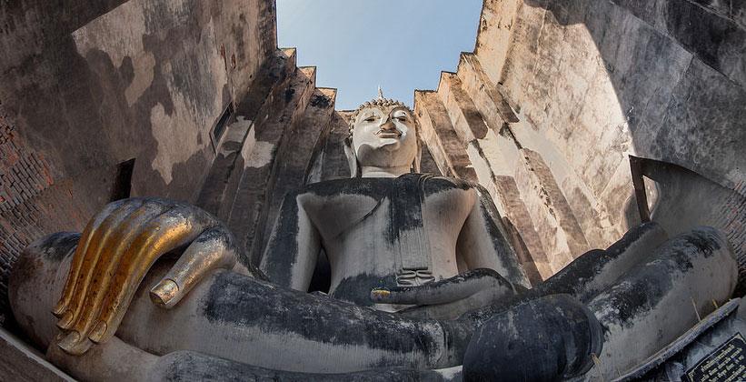 Большой Будда в храме Ват Шри Чум