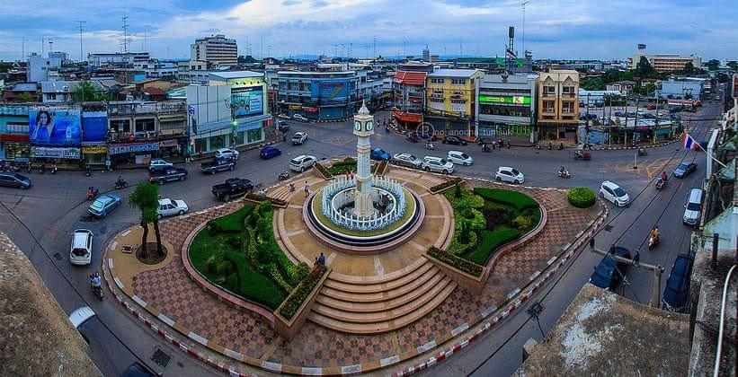Башня с часами в таиландском городе Пхитсанулок