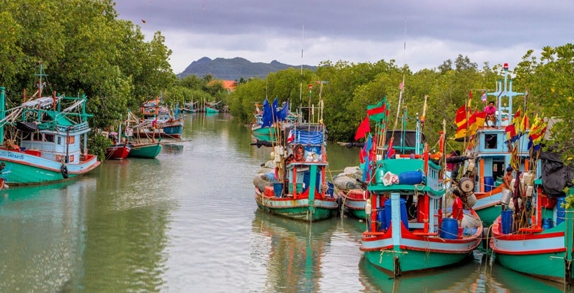 Лодки в Национальном парке Кхао Сам Рой Йот