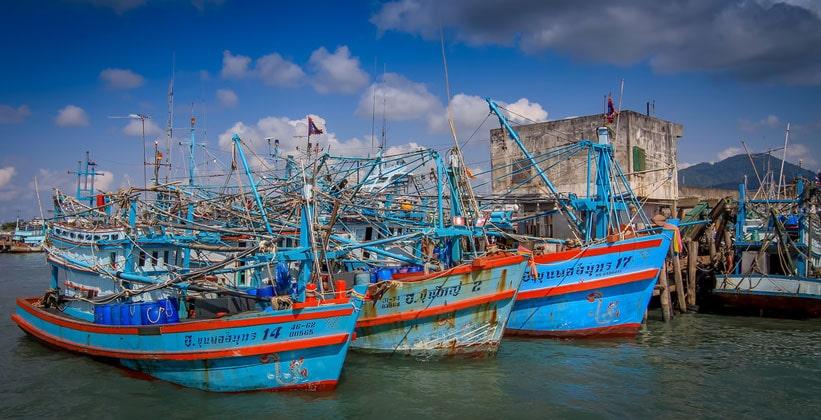 Лодки на острове Ко Самет