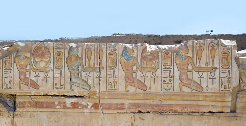 Останки настенной живописи храма Рамсеса II в Абидосе