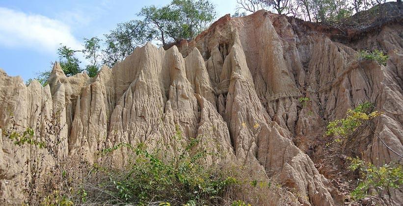Земляные столбы Сао Дин (окрестности Нана)