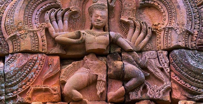Изображение танцующего Шивы в храме Пханом Рунг