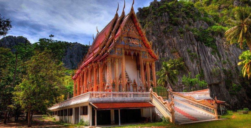 Храм в Национальном парке Кхао Сам Рой Йот