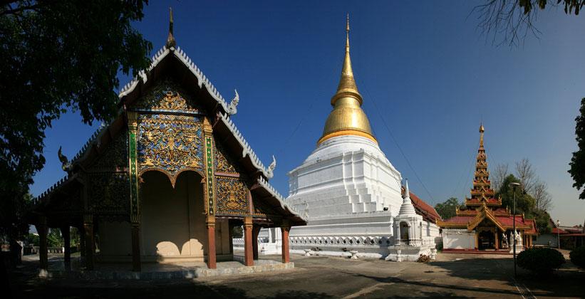 Храм Ват Пхра Кэу Дон Тау в Лампанге