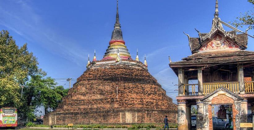 Храм Ват Раджбурана в Пхитсанулоке