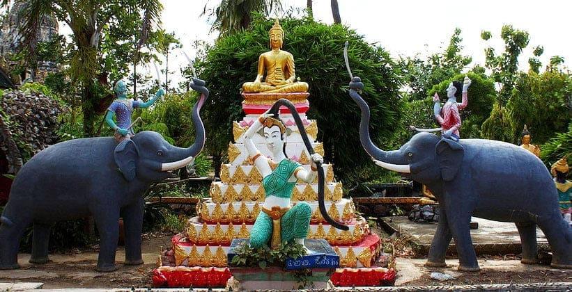 Храм скульптур Ват Тавет в Сукхотайе