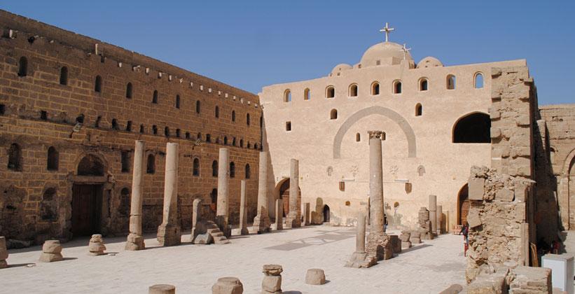 Белый монастырь (Дейр-эль-Абьяд) в Сохаге