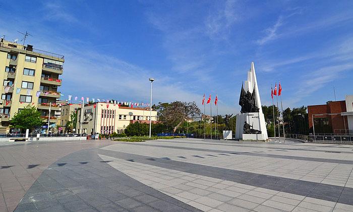 Центральная площадь Манисы