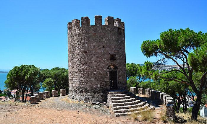 Крепость Айвалыка