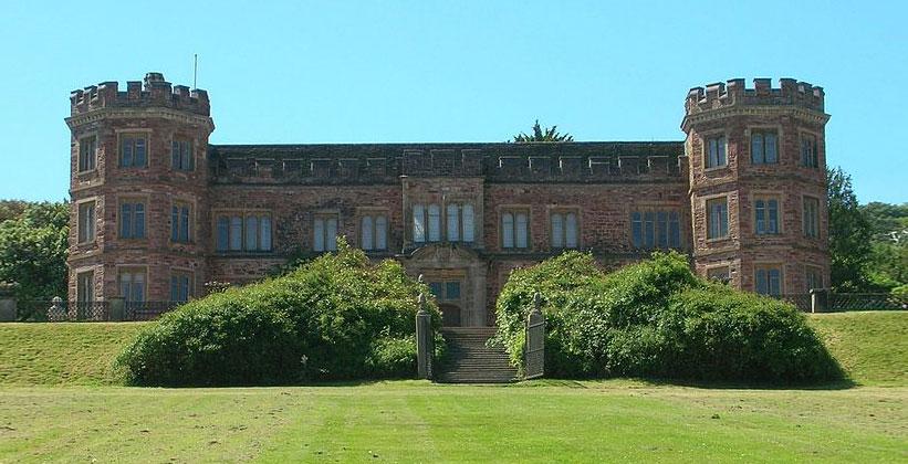 Замок Маунт Эджкомб в Англии