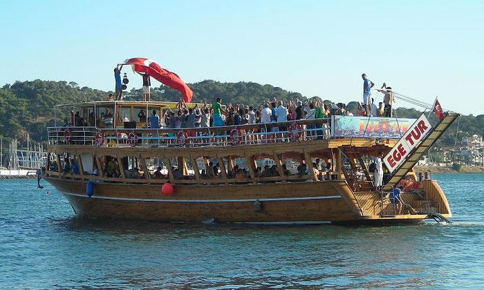 Прогулочное судно Айвалыка