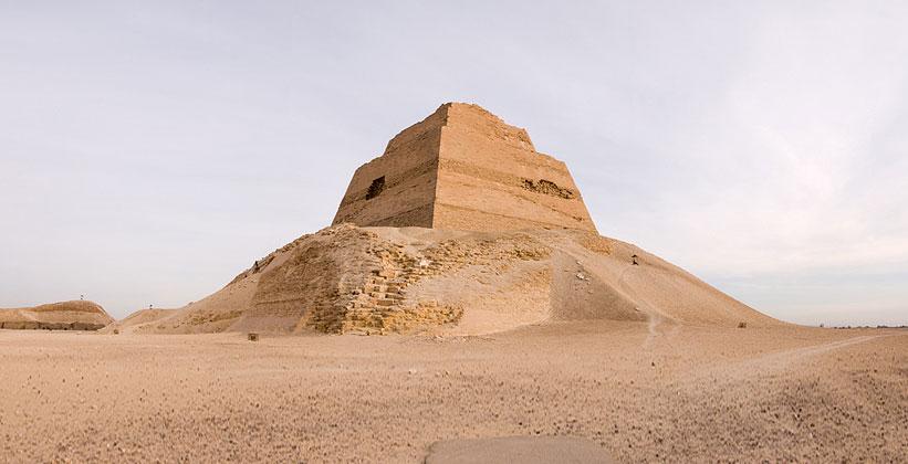 Пирамида Хуни/Снофру в Медуме