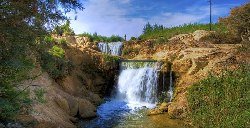 Водопад в низменности Вади Райан