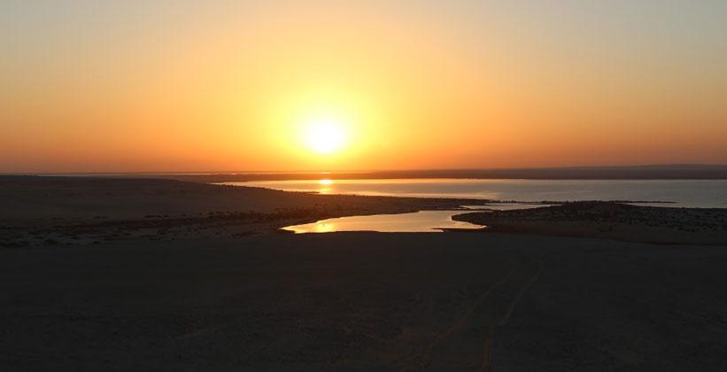 Закат на озере Карун в Египте