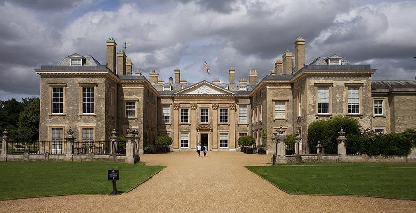 Дворец Олторп в Англии