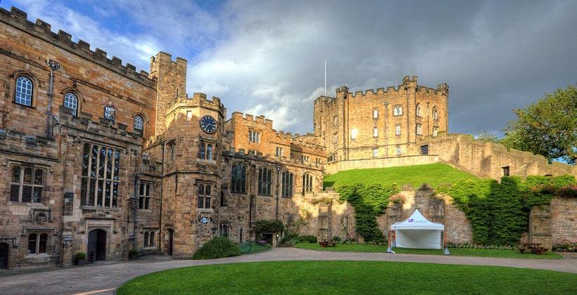 Замок Дарем в Англии