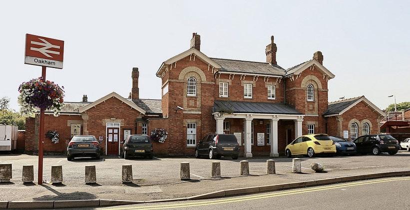Железнодорожный вокзал Окема в Англии