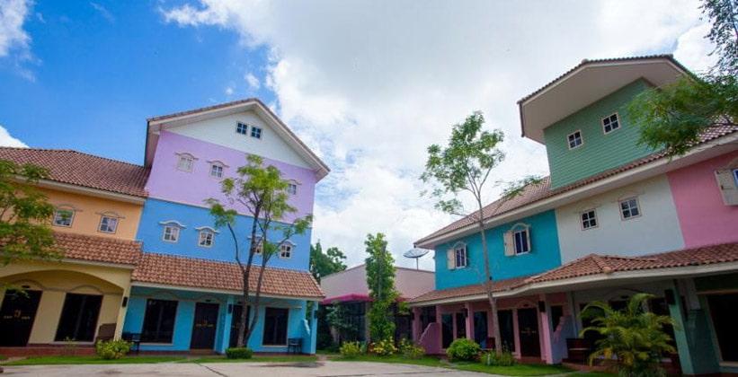 Отель Paradise в Кампенг Пхете