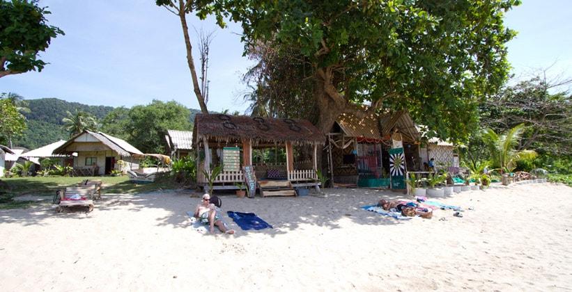 Курорт (пляж) Ао Клонг Джарк на острове Ко Ланта Яй