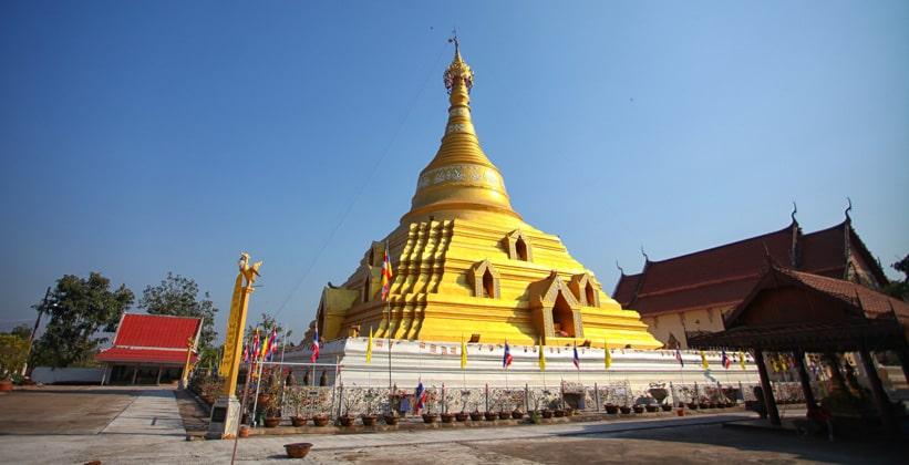 Храм Wat Phra Borom в Кампенг Пхете