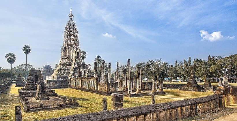 Храм Ват Пхра Си Ратана Махатхат в Таиланде