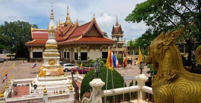 Храм Ват По Чай в Нонгкхае