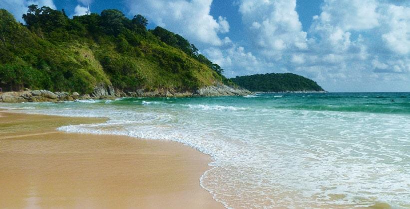 Пляж Хат Най Харн на острове Пхукет