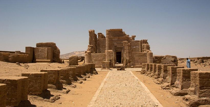 Каменный монастырь Дейр аль-Хагар в Египте