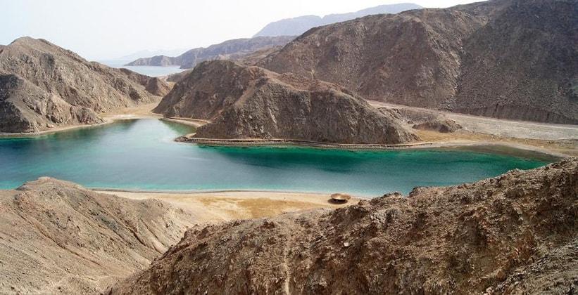Живописная расселина Fjord на Синае (Египет)