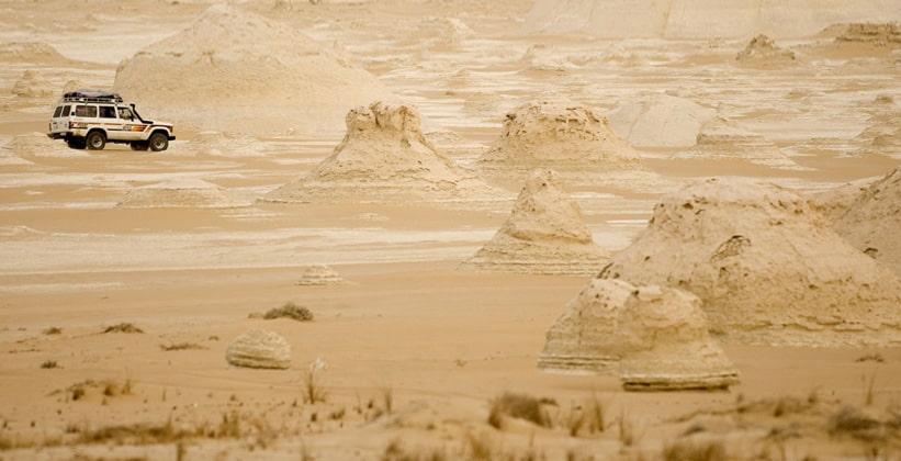 Сафари по оазису Фарафра в Египте