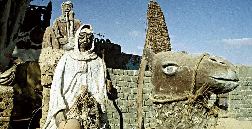 Скульптуры музея наследия оазиса Бахария