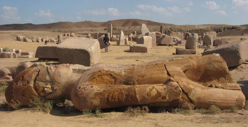Руины древнего города Танис в Египте