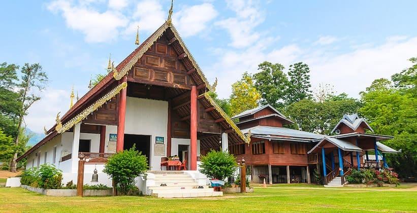 Храм Ват Намху в Таиланде