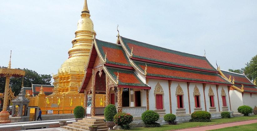 Храм Ват Пхра Тхат Харипунджая в Лампхуне