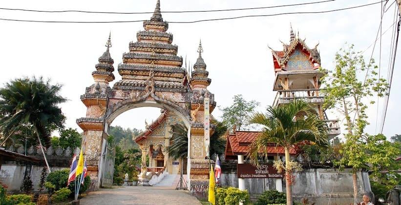 Храм Baan Huay Meng в Чианг Кхонге (Таиланд)