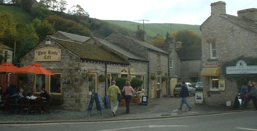Кафе Three Roofs в деревне Каслтон (Англия)