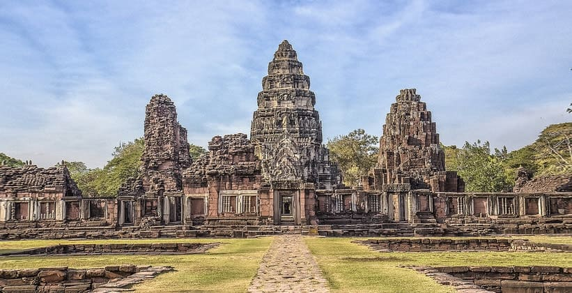 Руины храмового комплекса Прасат Хин Пхимай (Таиланд)