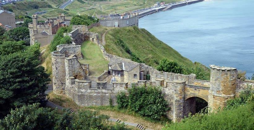 Замок Скарборо в Англии