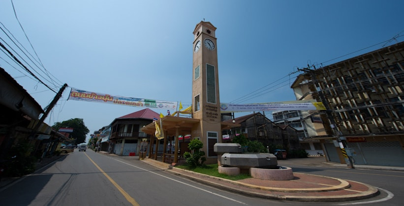 Вьетнамская часовая башня в Накхонпханоме