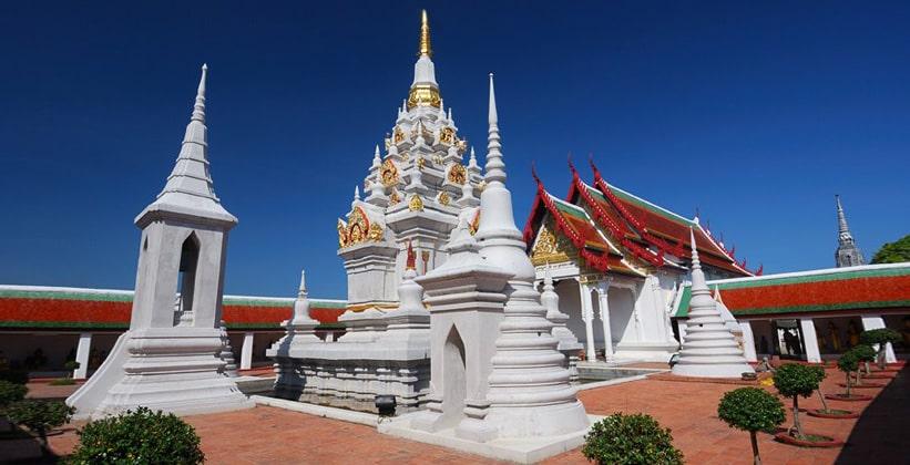 Храм Ват Пхра Бором Тхат в Чайи (Таиланд)