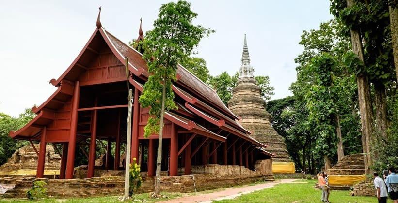 Храм Wat Phra That Chedi Luang в Чиангсене (Таиланд)
