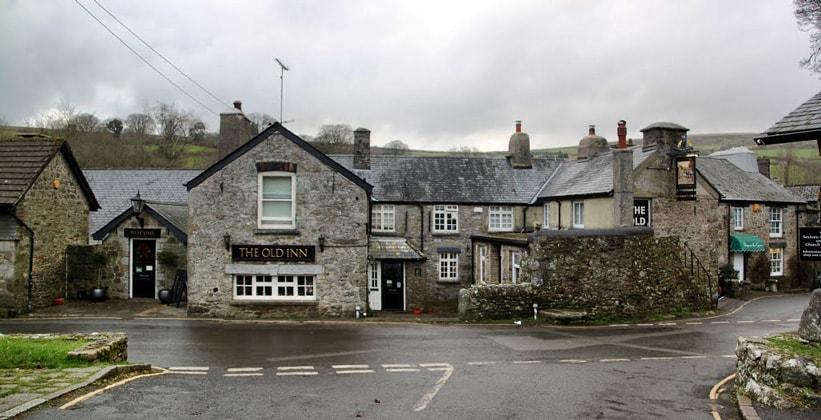 Деревня Вайдкомб-Мур в Англии