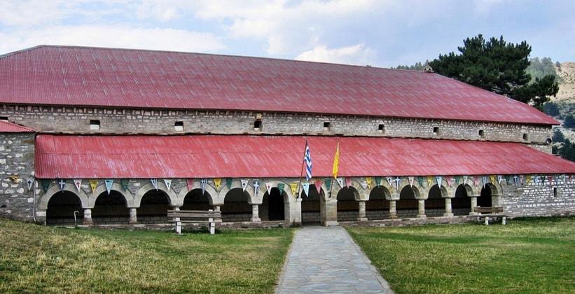 Экстравагантное строение в деревне Самарина